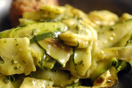 pesto with zucchini slices